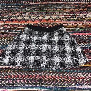 BCBGeneration black & white mini skirt 😊